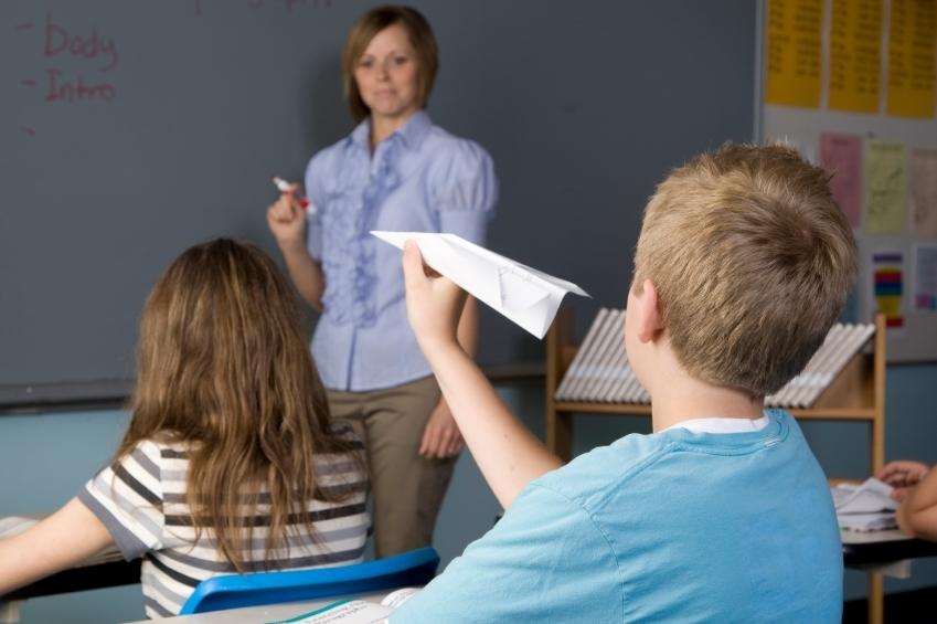 Cómo comunicarse con el profesor de un niño hiperactivo